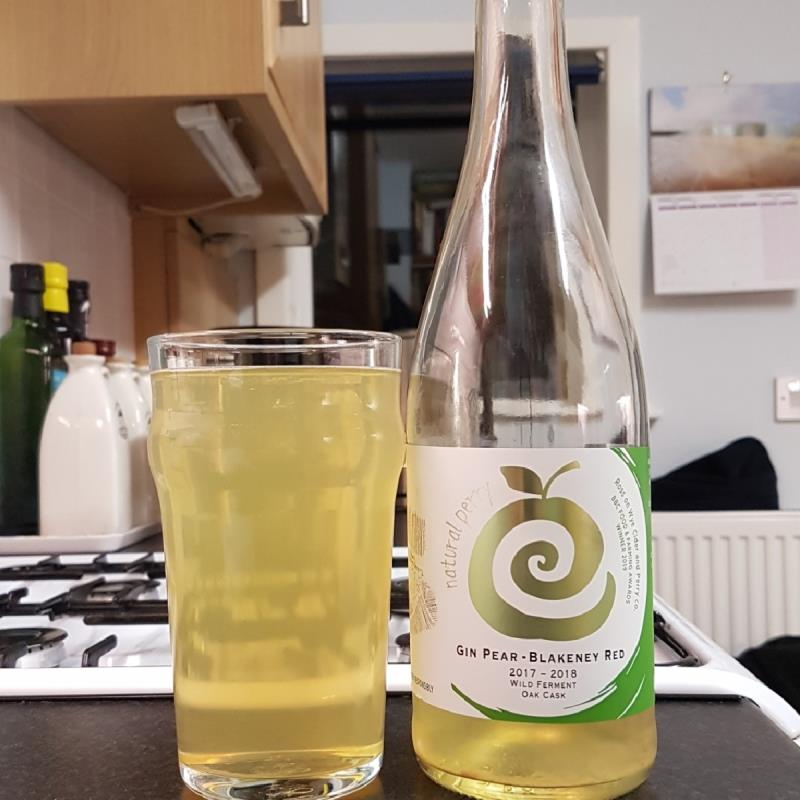 picture of Ross-on-Wye Cider & Perry Co Gin Pear & Blakeney Red Perry submitted by BushWalker